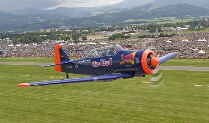 T6 Flugzeug startet