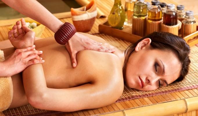 kurze Thai-Massage lindert Schmerzen