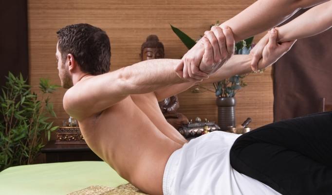 Thai Yoga Massage heilt Rückenschmerzen
