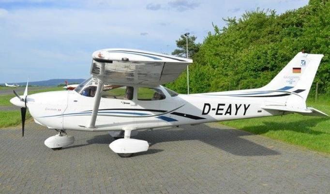 Ultraleichtflugzeug am Boden