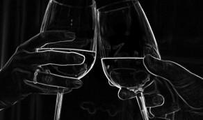 Weinprobe im Dunkeln