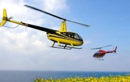 Zwei Hubschrauber beim Rundflug