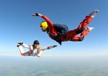 Freier Fall beim Solo Fallschirmspringen